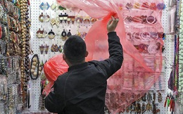 COVID-19 hạ nhiệt tại Trung Quốc, công xưởng thế giới cựa mình trở lại