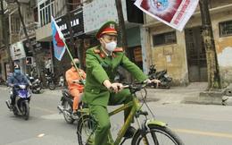 """Hà Nội: Cơ quan chức năng bật nhạc """"Ghen Cô vi"""", đạp xe tuyên truyền phòng chống COVID-19 khắp đường phố"""