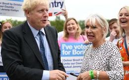 Nước Anh: Thứ trưởng Y tế dương tính, từng tham dự sự kiện cùng Thủ tướng, người dân có thái độ thế nào với virus corona?