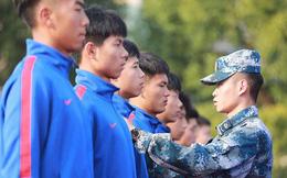 """Các giải đấu tạm hoãn vì dịch Covid-19, Trung Quốc vẫn cho các cầu thủ đi tập quân sự để """"giữ dáng"""""""