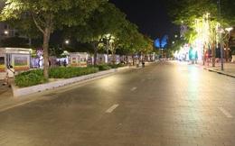 Phố đi bộ Nguyễn Huệ vắng chưa từng thấy vào tối Chủ nhật