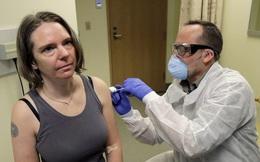 Video: Trải nghiệm của người đầu tiên trên thế giới được tiêm thử nghiệm vắc-xin Covid-19