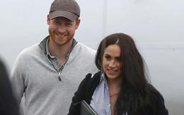 """Vợ chồng Meghan Markle """"mắc kẹt"""" ở Canada, khó quay lại Anh trong khi Công nương Kate đưa 3 con đi sắm đồ tích trữ trong mùa dịch Covid-19"""