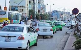 Đề xuất dỡ bỏ biển cấm taxi, xe hợp đồng tại nhiều tuyến phố