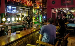 TP. HCM: Thông báo khẩn tìm khách từng đến quán bar ở Thảo Điền, nơi phi công người Anh mắc Covid-19 ghé vui chơi