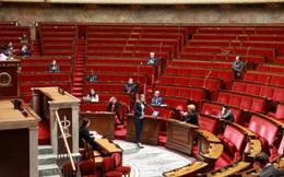 Số người chết tăng vọt, Quốc hội Pháp ban bố tình trạng khẩn cấp