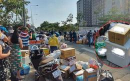 """Xôn xao hình ảnh """"tiếp tế"""" cho người thân trong khu cách ly TP.HCM: Hãy thương những người làm công tác phòng dịch, họ đã đủ mệt rồi!"""