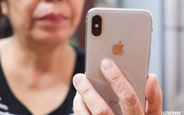 """Mẹ tôi và iPhone X: """"Khó dùng quá con ơi!"""""""