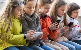 Bi kịch thời smartphone: Cứ lên Facebook là thấy sang chảnh để rồi ghen tỵ mà chẳng biết mình thật sự muốn gì