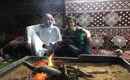 Lạc đà, đàn ông và siêu xe ở UAE