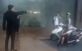 Bảo vệ khách sạn 5 sao ở Hà Nội không cho người dân trú mưa, quản lý lên tiếng: Đó là đường của khách VIP đến, đỗ như vậy gây cản trở