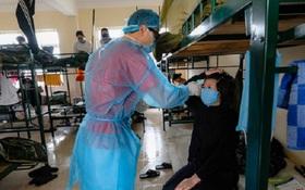 Hỗ trợ 300.000 đồng/ngày cho bác sĩ, y tá trực tiếp điều trị người mắc COVID-19