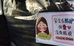 Hãng taxi công nghệ Trung Quốc dùng túi bóng ngăn ghế trước và ghế sau để tránh lây Covid-19