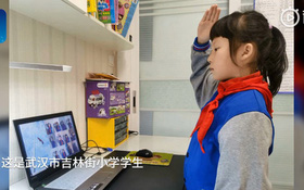 Thầy giáo quên tắt filter má hồng, chào cờ qua TV và hàng tá sự cố học online dở khóc dở cười mùa corona ở Trung Quốc