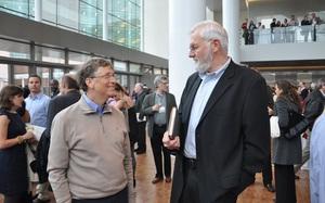 Cùng nghe Bill Gates chia sẻ về người thầy mà ông luôn kính nể - bác sĩ Bill Foege