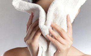 Có tới 12 tác dụng kỳ diệu cho sức khỏe chỉ với 1 chiếc khăn mặt ấm: Bạn nên thử ngay!
