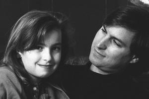 Chuyện chưa kể về Lisa Brennan-Jobs, cô con gái đầu lòng bị chính CEO Steve Jobs chối bỏ và giờ trở thành nhà văn nổi tiếng