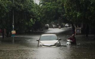 Cảnh báo ngập lụt ở nhiều tuyến đường nội thành Hà Nội sau cơn mưa lớn suốt đêm