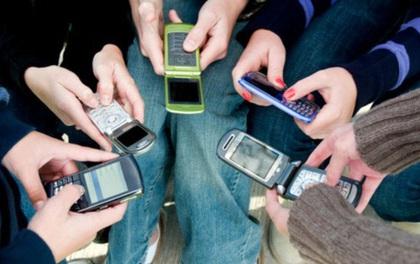 Samsung bắt tay với FPTShop, Vietnammobile để 'dụ' người dùng 'cục gạch' chuyển sang smartphone