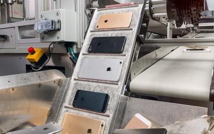 """Video rô-bốt """"tiêu hủy"""" 200 chiếc iPhone cũ trong vòng 1 giờ mà Apple vừa ra mắt"""