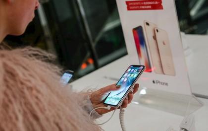 Apple vẫn phải phụ thuộc vào đối thủ Samsung trong sản xuất iPhone
