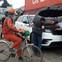 Vì sao xe đạp luôn xuất hiện khi khui công siêu xe tại cảng ở Hải Phòng?