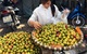 4.000 tấn mận Trung Quốc về Việt Nam: Chị em mời nhau ăn hết