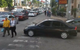 Lái 4 bánh vào kẻ đường đi bộ, chiếc xe này đã bị người dân dạy cho một bài học văn hóa giao thông bằng cách không ai ngờ tới